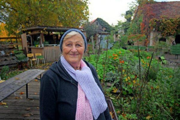 Lydia Buchholz lebt fast ihr ganzes Leben lang in Grube. Nach dem Tod ihres Mannes und ihres Sohnes hat sie in der Hofgemeinschaft rund um Mathias Peeters und Lene Waschke ein neues Zuhause gefunden. Quelle: Bernd Gartenschläger